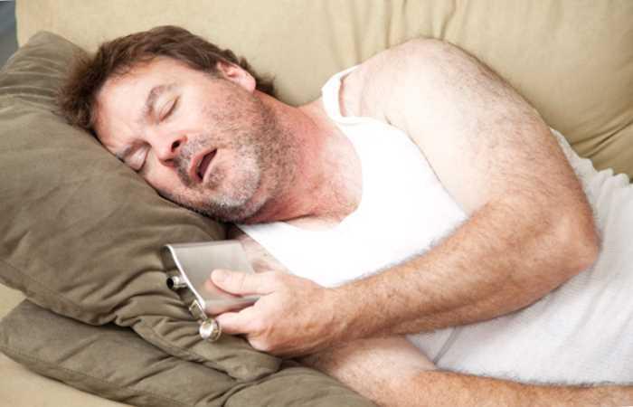 Пьющего мужчину стоит отвадить от выпивки пока она не стала зависимостью